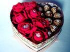 Сердце с конфетами и цветами